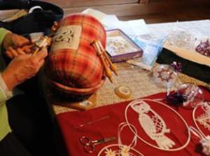編織蕾絲的枕頭