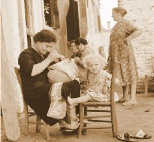 編織蕾絲的阿嬤